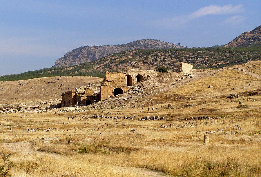 Под синим небом жёлтые пески. Hierapolis